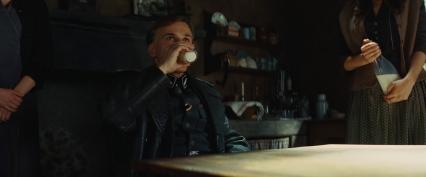 Hans_Landa_drinks_milk